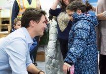 Джастин Трюдо приветствует беженцев. Фото из личного твиттера