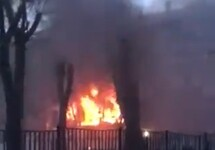 Пожар в жилом доме в Магнитогорске. Кадр видео